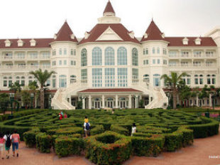 Hong Kong Disneyland Hotel In Disneyland Lantau Island New