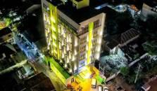 Biz Boulevard Hotel by Prasanthi - hotel Manado