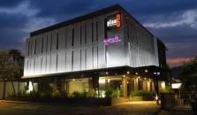 Plan B Hotel - hotel Padang