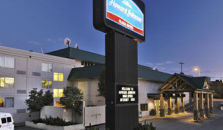 HOWARD JOHNSON PLAZA ANCHORAGE - hotel Anchorage