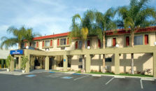 HOWARD JOHNSON INN AND SUITES RESEDA - hotel Reseda