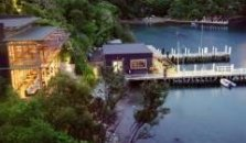 Bay of Many Coves Resort - hotel Picton