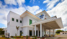 MICROTEL INN & SUITES BY WYNDHAM SOUTH FORBES NEAR NUVALI - hotel Tagaytay