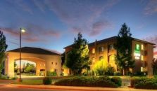 HOLIDAY INN EXPRESS HOTEL & SU - hotel Roswell