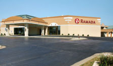 RAMADA AIRPORT CONFERENCE CENTER MOLINE IL - hotel Moline