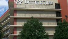 DoubleTree Suites by Hilton Hotel Omaha - hotel Omaha