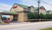 RAMADA LIMITED AND SUITES AIRPORT/FAIR/EXPO CENTER - hotel Louisville
